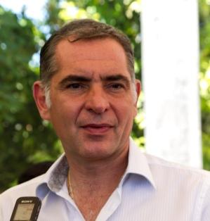 Gobernador-Gabino Cue